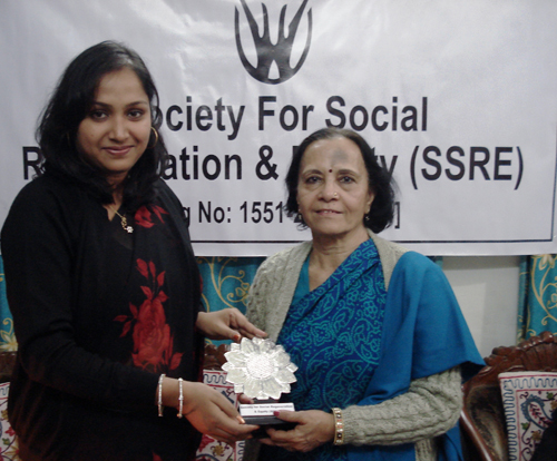 Shuma Talukdar, President, SSRE and Sheela Rohekar (right).