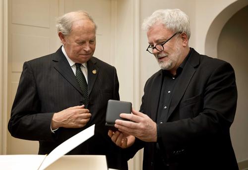 Garry Fabian, left, receives  Gold Staufer medal from   Baden-Wurtenberg Secretary of State Klaus-Peter Murawski