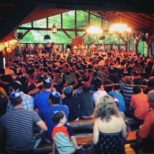 Coed campers singing in the Elmore Solomon Chapel (Courtesy Blue Star Camps)