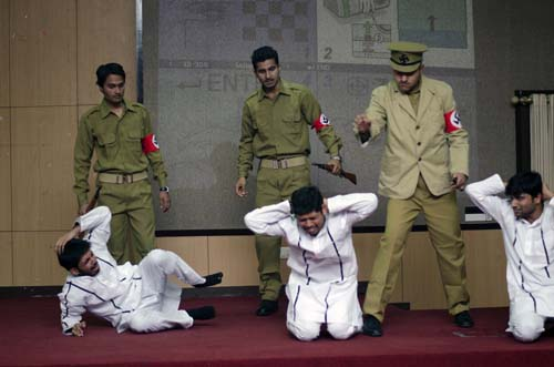 Hindi actors portray Nazis and victims in  Holocaust play presented in India