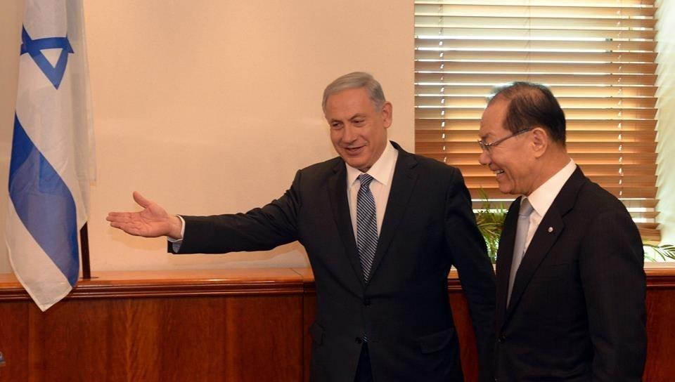 http://www.sdjewishworld.com/wp-content/uploads/2015/04/Netanyahu-and-Hwang.jpg