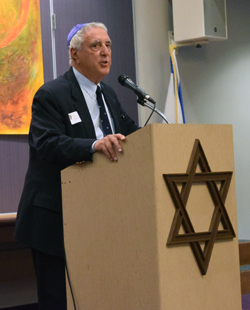 Editor Donald H. Harrison introduces a speaker at Tifereth Israel Synagogue (Photo: Shor Masori)