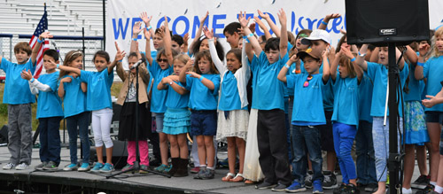 Students from the public Kavod Charter School, at which Hebrew is taught, sang the Sta Spangled Banner, HaTikvah, and other songs.