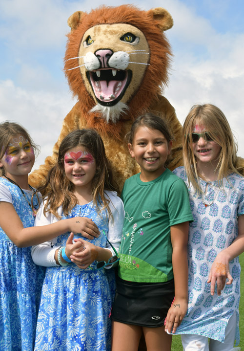 San Diego Jewish Academy's mascot lion poses with Freda Turchin, second from right, and sisters Haviv, Shira and Kina Laska.