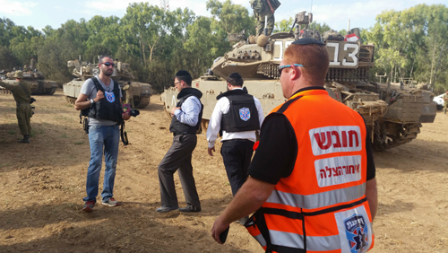 United Hatzalah drills with the IDF  for the care of the wounded during conflicts.