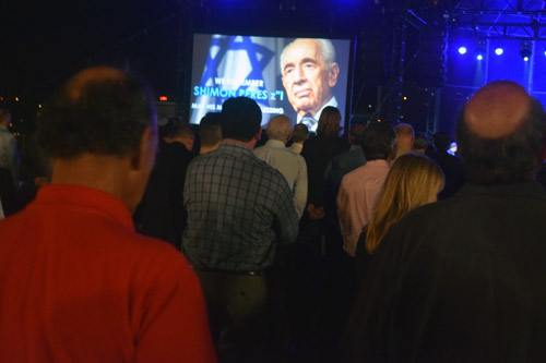 1,100 San Diegans observed a standing moment of silence for  Israel's former president Shimon Peres